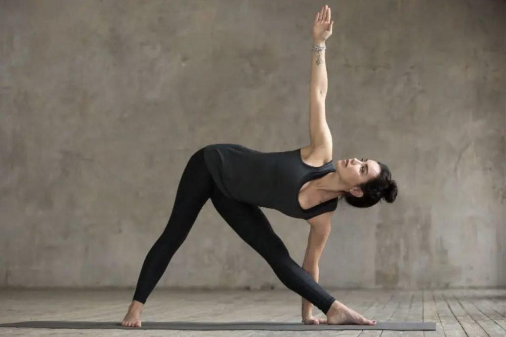 ejercicios de yoga para la espalda 2 min
