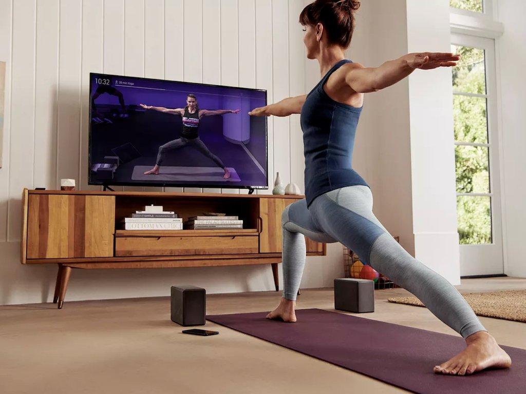 Mujer disfrutando de su Reto de Yoga