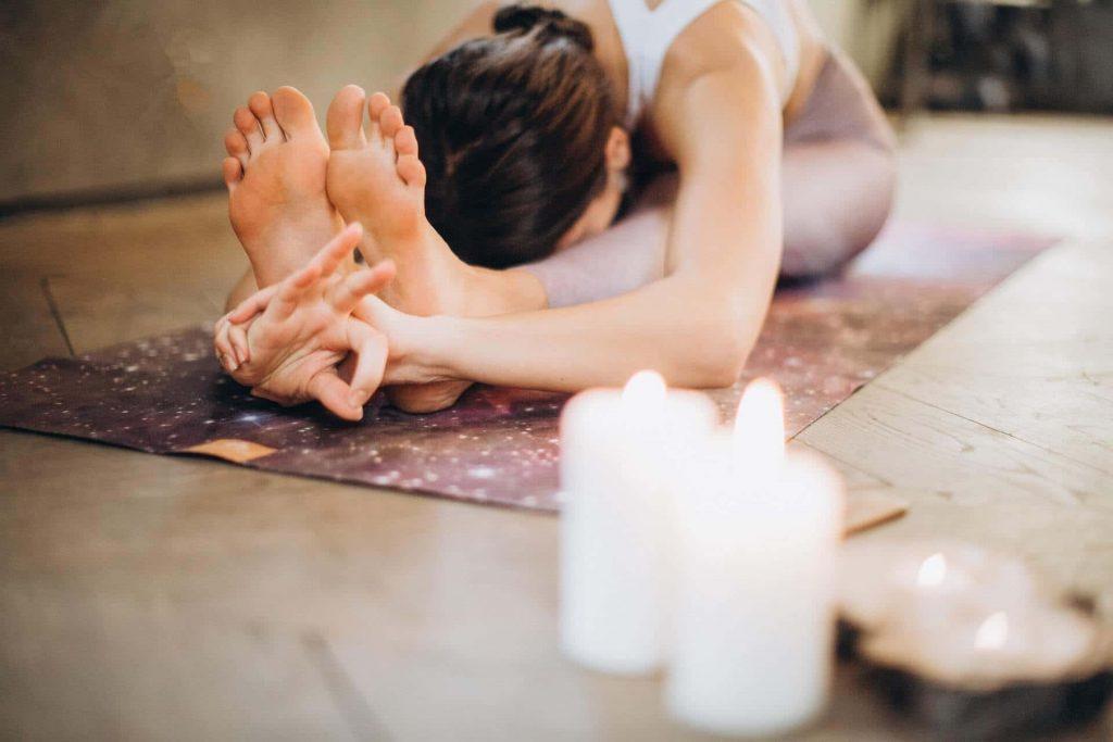 Beneficios de Vinyasa Yoga min